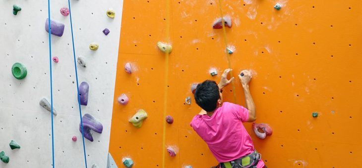 Arrampicata sportiva a Marina, la parete si sposta in via del Marchesato